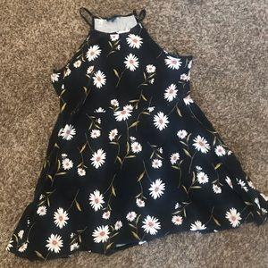 Forever 21 Dresses - *forever 21+* 🌼🌼stretch daisy dress 🌼🌼